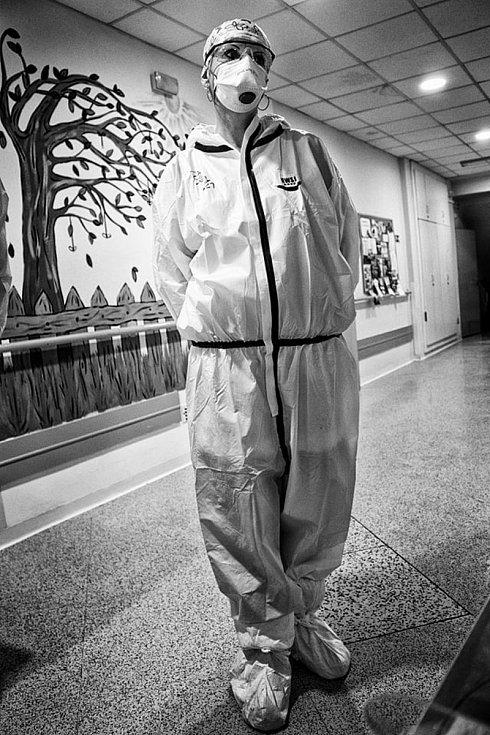Pandemie onemocnění covid v Kroměřížské nemocnici očima hlavních protagonistů - zdravotníků.