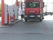 Kraj se řadí mezi jedny z nejlevnějších v Česku, ceny benzínu se na Kroměřížsku drží okolo zhruba osmadvaceti korun.