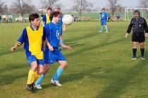 Ludslavice (ve žlutém) doma porazily rezervu Rusavy hladce 4:0.