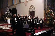 Vánoční koncert ve sv. Mořici v Kroměříži přilákal spoustu lidí. Poslední neděli v roce 2013 zpíval kroměřížský sbor Moravané vánoční písně a koledy.