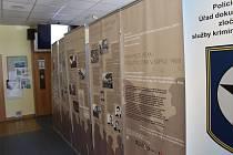 Výstava Sami proti všem v Knihovně Kroměřížska.
