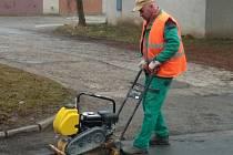 Oprava výtluků v Kroměříži, březen 2021.