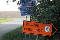 Z důvodu rekonstrukce cesty mezi Střílkami a Cetechovicemi jsou auta nad 7,5 tuny vedená na objízdnou trasu přes Staré Město, Napajedla a Otrokovice.