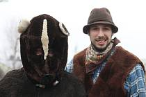 Ve Vážanech u Kroměříže rok co rok dodržují tradice. Medvěda místní vodili tedy i tentokrát v sobotu 6. února.