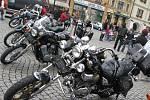 Na devátý ročník Motostopy se na Velké náměstí v Kroměříži sjelo asi sto padesát motorkářů