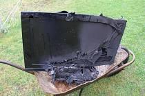 Požár televize uhasil sám majitel domu