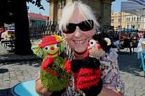 Jaroslava Nováková z Kroměříže se už řadu let věnuje ruční výrobě maňásků.