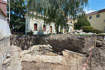 Nález pozůstatků opevnění města z období husitských válek.