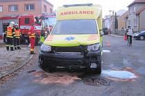 V Holešově se v pondělí 23. listopadu odpoledne srazila sanitka s osobním autem, při nehodě ale naštěstí nikdo neutrpěl zranění.