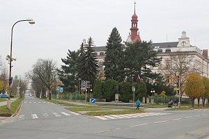 Přestavit současnou křižovatku u gymnázia na kruhový objezd chce holešovská radnice už v příštím roce. Socha T. G. Masaryka se kvůli tomu přesune do parku v Masarykově ulici.
