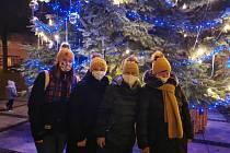 Rozsvícení vánočního stromu mohli obyvatelé Hulína sledovat živě na sociální síti.