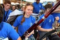 Koncert orchestru Oxfordshire Youth Wind Band ( UK) na náměstí v Kroměříži.
