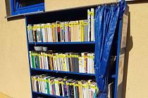 Knihovna na koupališti v Holešově.