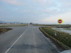 K dopravní nehodě, při níž sjel jednatřicetiletý řidič Felicie do příkopy, došlo v neděli odpoledne mezi Martinicemi a Žeranovicemi.