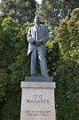 Holešovská socha prvního prezidenta Tomáše Garrigue Masaryka v ulici nesoucí jeho jméno se stěhuje: musí ustoupit přestavbě nedaleké křižovatky na kruhový objezd. Podstavec se sochou bude instalován na nové místo, radnice zveřejnila i vizualizaci nové pod