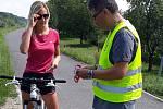 Policisté na cyklostezce mezi Kroměříží a Kvasicemi doporučovali cyklistům přílbu.