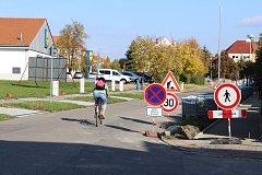 Chodce i řidiče v Kroměříži momentálně čeká hned několik uzavírek. Důvodem jsou rekonstrukce několika chodníků i silnic.