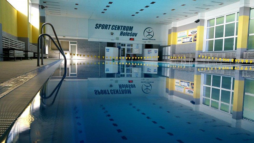 Plavecký bazén v Holešově. ilustrační foto