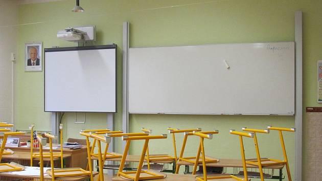 Rymická základní škola získala prostředky z programu EU peníze školám na nákup nových tabulí do tříd.
