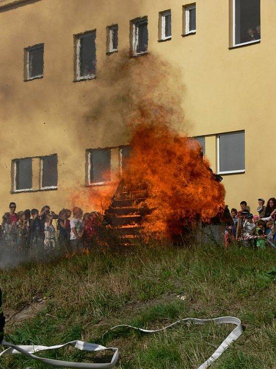 Kroměřížští dobrovolní hasiči oslavili v pátek 23. září 2011 svých sto let existence. Na Hanáckém náměstí uspořádali přehlídku pro děti.