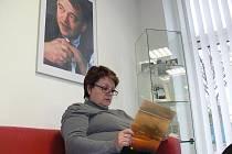 V Knihovně Kroměřížska nedávno zpřístupnili nový koutek věnovaný kroměřížskému rodákovi Karlu Krylovi.