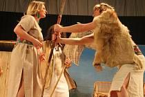 Divadelní ochotníci ze Střílek odehráli během víkendu dvě představení hry s názvem Parohaté pověsti.