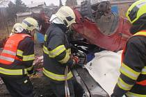 Profesionální hasiči nacvičovali v pondělí 7.12. v Bystřici pod Hostýnem vyprošťování osob z vraků havarovaných aut.