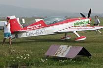 Závody v akrobatickém létání v Holešově.