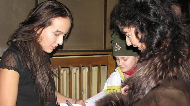 Do kroměřížského kina Nadsklepí přijeli herci z pohádky Peklo s princeznou. Konala se tam totiž předpremiéra zmíněné pohádky, která se z části natáčela v Kroměříži.