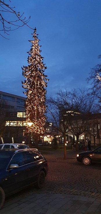 Vánoční strom 2020 ve Vsetíně - dolní náměstí