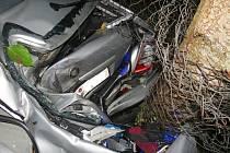 Na silnici z Plešovce do Kroměříže havarovala v pondělí 17. srpna Škoda Octavia: její řidič podle všeho nepřizpůsobil rychlost situaci, navíc měl sjeté zadní pneumatiky.