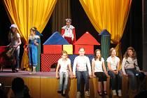 Hulínský Klub kultury hostil od 16. do 20. dubna divadelní festival Hulínské pohádkové jaro. Vystoupily v něm dětské soubory.