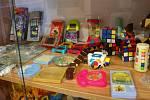 Výstava nejen hraček v Hulíně - v budově staré školy, kde je nyní také knihovna.