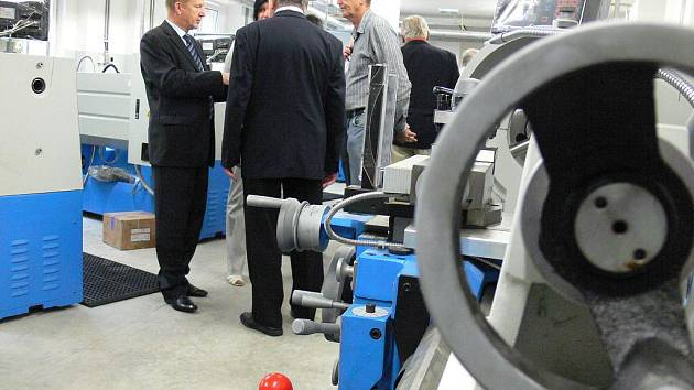 V kroměřížském Centru odborné přípravy technické (COPT) otevřeli ve čtvrtek 15. září 2011 nové Regionální centrum pro strojírenství.