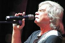 V kroměřížském Domě kultury zahrál a zazpíval v pondělí 12. října 2009 Petr Rezek