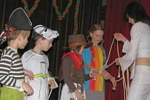 V kvasické Sokolovně se v sobotu 13. února 2010 konal tradiční dětský karneval. Celou akci moderovalo Duo Fernardo. Pro děti byla připravena řada soutěží, dokonce se i čarovalo.