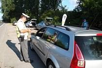 Při dopravně preventivní akci, která se konala v neděli 19. července ráno na silničním tahu Hulín – Kroměříž, policisté rozdávali řidičům, kteří neporušili předpisy, nealko pivo.