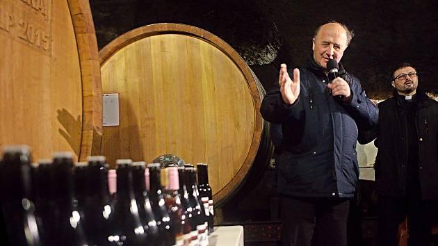 Arcibiskup Jan Graubner požehnal vína ročníku 2019.