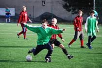 V prvním zápase turnaje si hráči Koryny (v červeném) poradili s Lubnou.