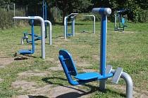 Posilovací a protahovací stroje jsou určeny dětem od 14 let a dospělým včetně seniorů. Ilustrační foto