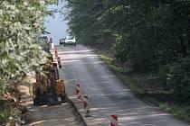 Řidiči musí počítat s uzavírkou silnice II/150 směrem z Bystřice pod Hostýnem na Loukov: semafory budou řídit dopravu až do listopadu.