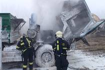 U Lutopecen hořela Tatra, plameny ji zničily motor i kabinu
