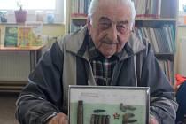 Na snímku pamětník z Hulína Vlastimil Úlehla. 25. listopadu oslaví devadesát let.