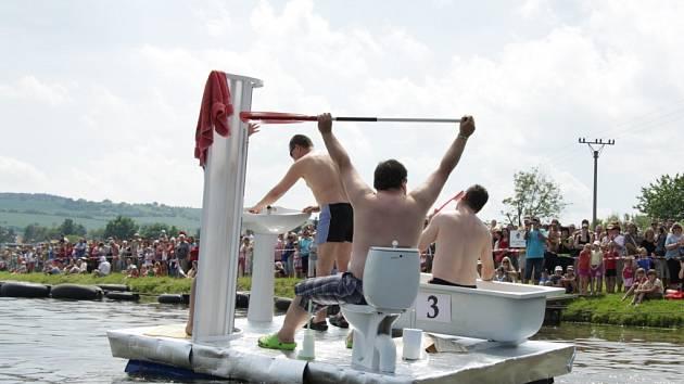 Na Neckiádě v Kvasicích devět plavidel soutěžilo o pohár.