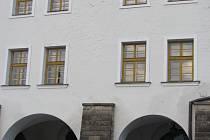 Úřad pro zastupování státu ve věcech majetkových předal v říjnu bezúplatně budovu na Velkém náměstí v Kroměříži Církevní základní škole. V objektu funguje škola už řadu let.
