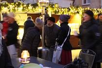 Radničním nádvořím v Kroměříži se nese kouzelná atmosféra nastávajících svátků.