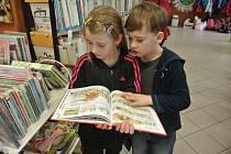 V rámci programu Pro prvňáčka je to hračka, který si pro žáky prvních ročníků připravila Městská knihovna v Holešově, si děti zábavnou formou otestovaly své znalosti.