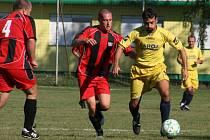 Němčice (ve žlutém) se o body podělily s Kyselovicemi.
