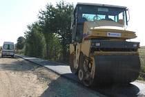 Už od počátku sprna dělníci pracují na stavbě nové cyklostezky vedoucí z Morkovic do Nezamyslic na Prostějovsku. Cyklostezka vzniká v místě bývalé železniční trati.