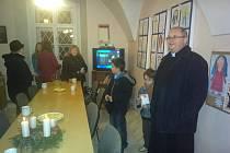 Výstavu dětských výtvarných prací na téma Nakresli Pannu Marii nabízí až do konce roku děkanátní Centrum pro rodinu v Kroměříži.